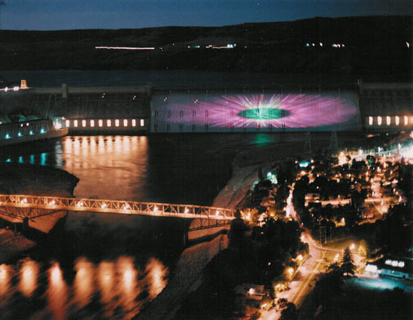 grand coulee men Grand coulee dam is a gravity dam on the columbia river in the us state of washington, built to produce hydroelectric power and provide irrigation water it was constructed between 1933 and 1942, originally with only two powerhouses.